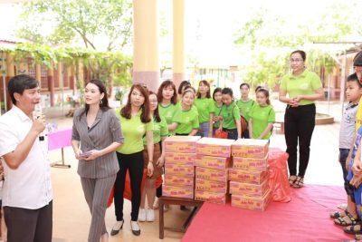 Hệ thống Diệp lục tới thăm làng trẻ SOS Thanh Hóa
