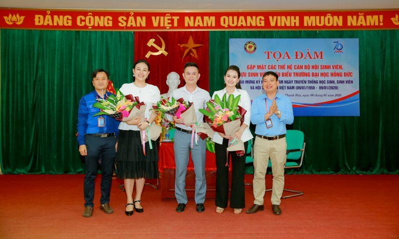 Doanh nhân Phạm Hà về thăm trường cũ
